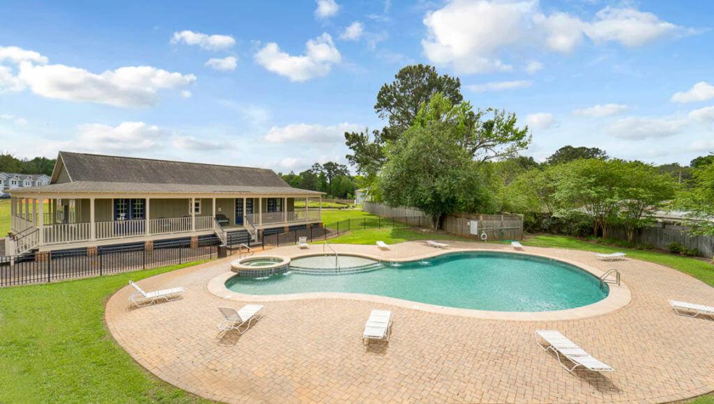 Villas at st charles pool